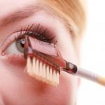 Healthy Beauty Tricks for Longer Eyelashes